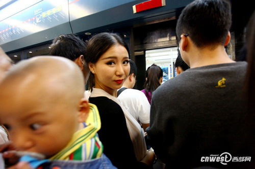 Li is squeezing her way through the crowd in the subway station. She feels quite casual about this: Luckily that theres only three stops from the exhibition center to my house.