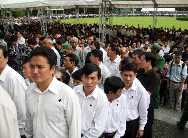 Đồng thời với Hà Nội, lễ viếng cũng được tổ chức tại Hội trường Thống nhất TP HCM.