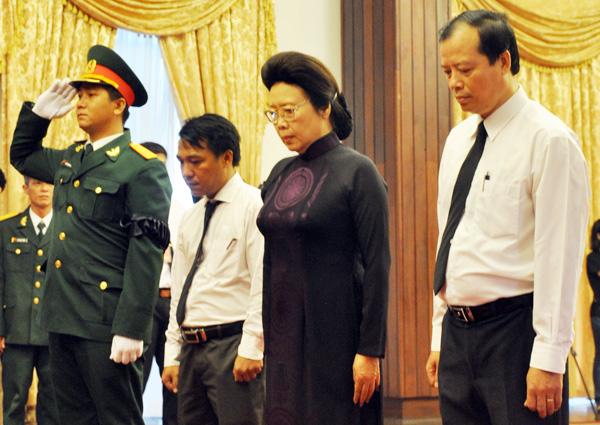 Phu nhân của cố Thủ tướng Võ Văn Kiệt có mặt trong lễ viếng.