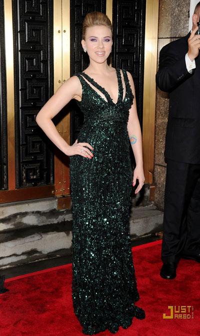 8-Scarlett-Tony-Awards.jpg