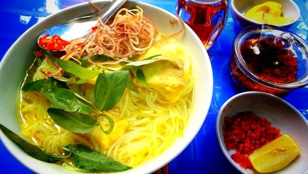 Bún cá là món ăn dân dã mang đậm chất vùng sông nước An Giang mà ai ăn một lần lại muốn ăn lần hai.
