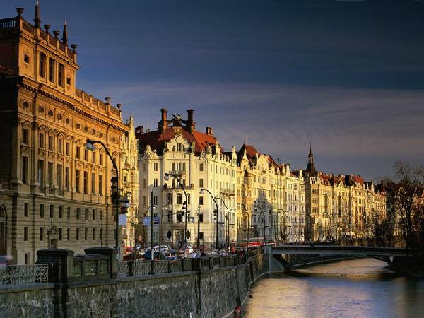 2-vltava-river-prague-wallpape-4673-5140