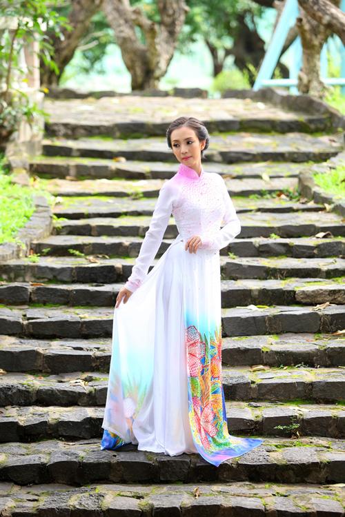 Thu Trang nổi bật với áo dài cưới sắc màu