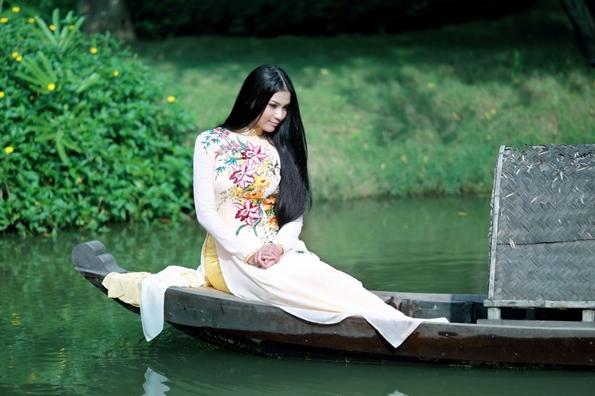 Ngắm Trương Thị May giám khảo cuộc thi thời trang