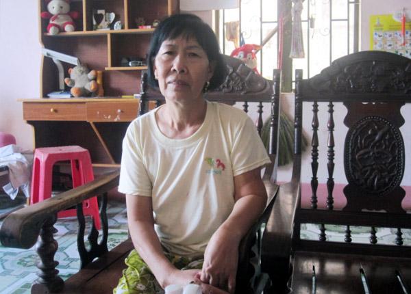 Bà Lan, mẹ của nạn nhân, sau nhiều ngày tìm kiếm con gái đã nhận được hung tin.