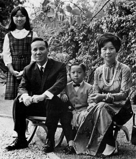 Dù đã có gia đình nhưng Tổng thống Thiệu vẫn không khỏi động lòng trước vẻ đẹp của Kim Loan.