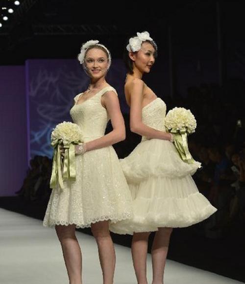 Những mẫu váy cưới ngắn trẻ trung.