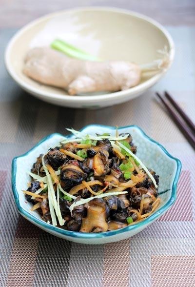 Thịt ốc dai giòn hòa quyện với vị cay cay của gừng, đậm đà của gia vị tẩm ướp sẽ là món ăn hấp dẫn cho bữa cơm gia đình.