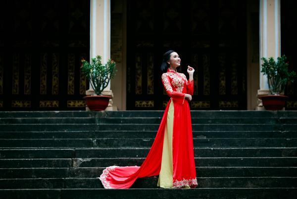 Miss Diễm Nhung diện áo dài cưới hoàng gia
