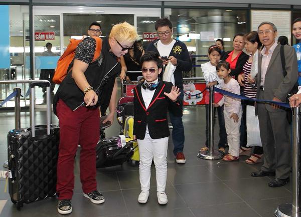 'Psy nhí' được chào đón khi trở lại Hà Nội