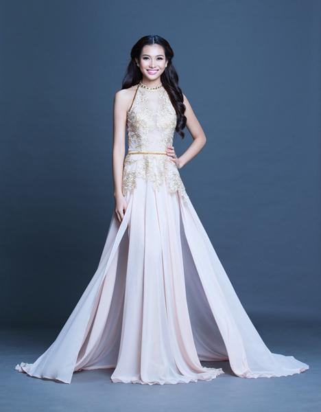 Miss Bích Khanh tự tin khoe dáng trong bộ đầm dạ hội