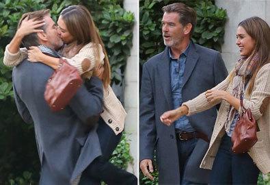 Jessica Alba hôn cuồng nhiệt Pierce Brosnan