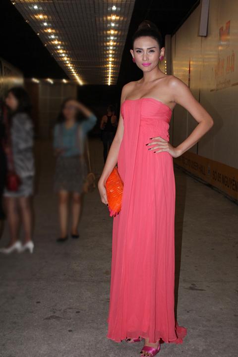Tối 2/11, Võ Hoàng Yến xuất hiện với tư cách khách mời trong chương trình 'Ngôi sao thiết kế Việt Nam' tại TP HCM.