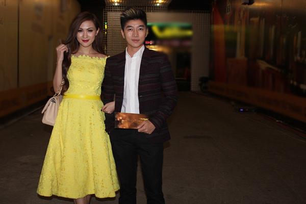 VJ Nam Hee sánh đôi hotgirl Kelly đi dự tiệc.