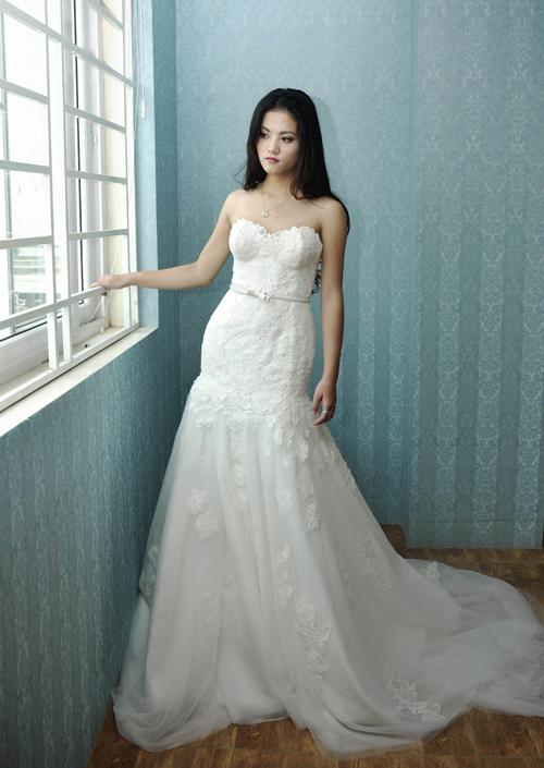 Váy cưới ren trơn tạo cá tính cô dâu
