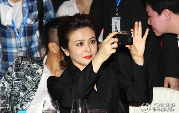 Quan Chi Lâm - U50 vẫn không ngại hở