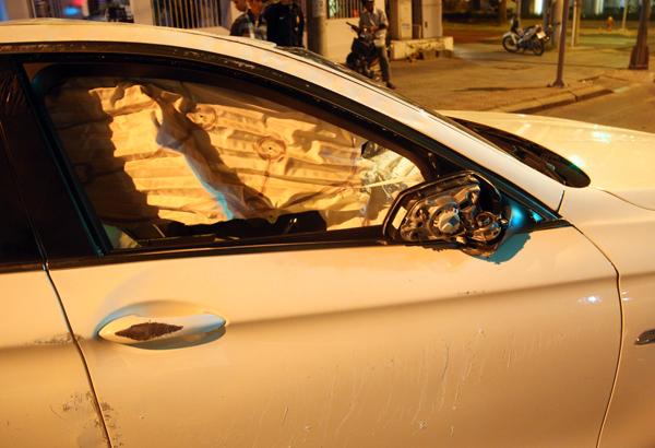 Kính chiếu hậu bị gãy, thân xe bị trầy xước.