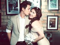 Đăng Khôi nhẹ nhàng hôn vợ trong ảnh cưới