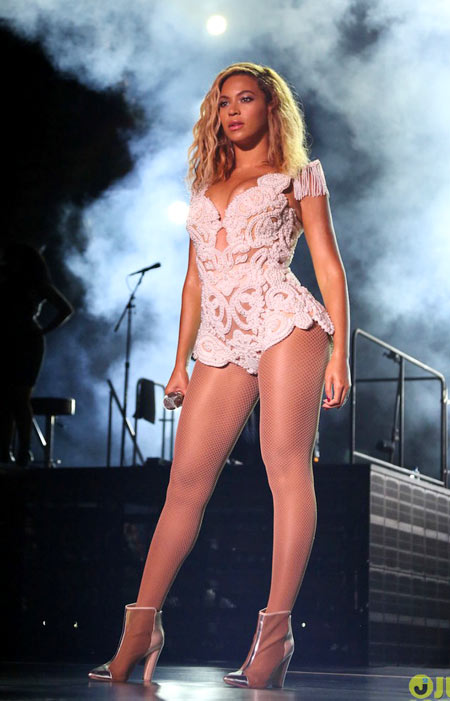 Beyonce-4-7773-1383886938.jpg