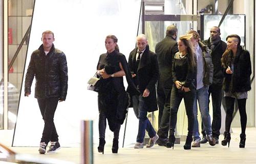 Rooney đưa vợ đi nghe nhạc trước trận gặp Arsenal