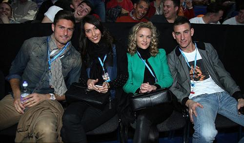 Olivier Giroud đưa bạn gái Jennifer đi cùng.