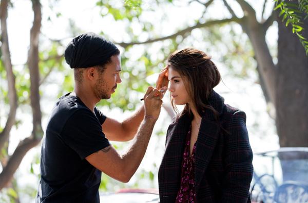 Selena Gomez buông tóc mây dịu dàng