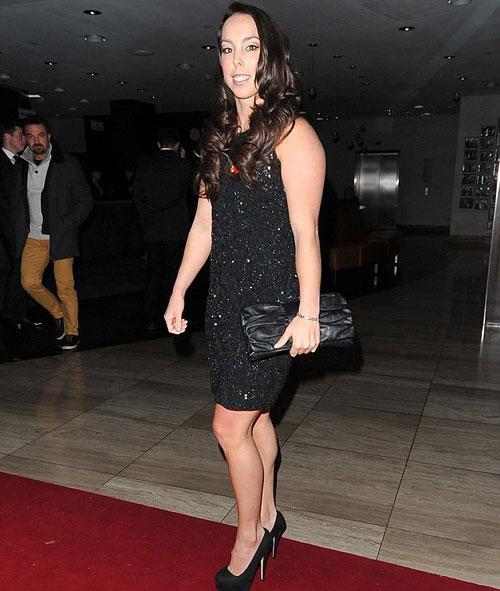Beth Tweddle, cựu VĐV thể dục nghệ thuật thu hút với đầm ngắn ánh kim trên thảm đỏ.