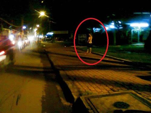 Bướm đêm Quỳnh Như đang đón khách làng chơi.