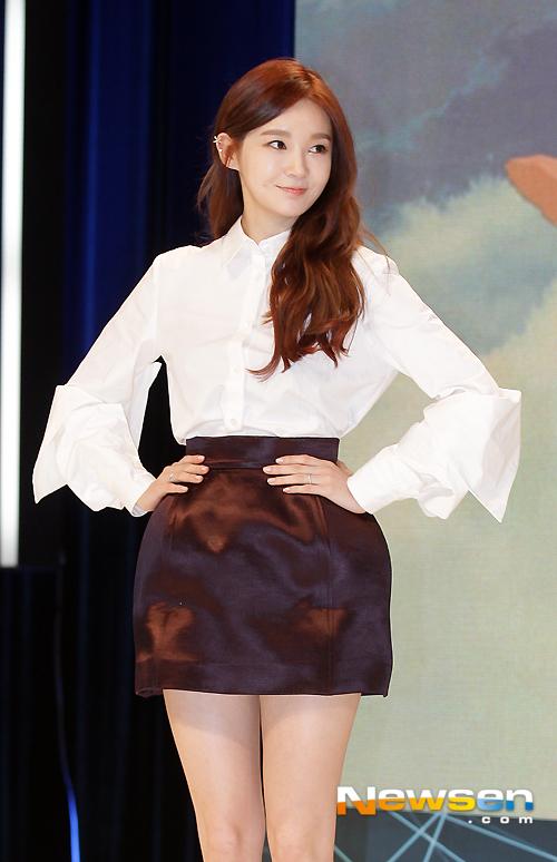 Mỹ nhân 'dao kéo' Kang Min Kyung, Gyuri xinh như búp bê