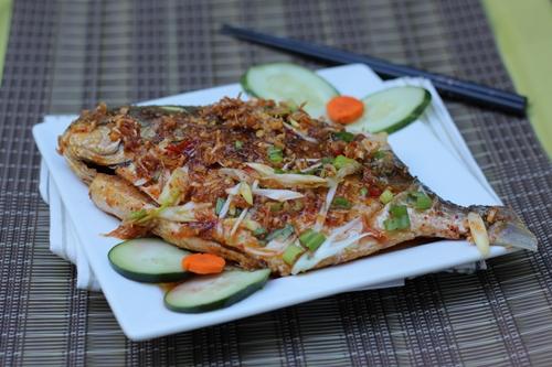 Thịt cá ngọt, quyện lẫn vị thơm của gừng sả, cay nhẹ của ớt và đậm đà của gia vị, ăn với cơm trắng trong những ngày se lạnh thật ngon miệng.