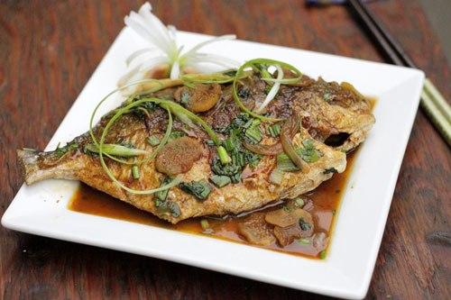 Với những nguyên liệu quen thuộc, bạn có thể biến đổi để có món cá rim gừng tỏi đặc biệt dành cho bữa cơm tối của gia đình.