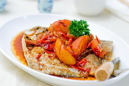 Thịt cá chim trắng ngon, chứa nhiều nước, protein, lipit... rất giàu chất bổ dưỡng. Món cá chim xốt xì dầu này sẽ làm cho bữa ăn cuối tuần của gia đình bạn thêm phong phú và cung cấp nhiều dinh dưỡng.