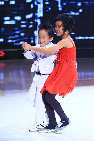 Hai anh em trong nhóm Ba Thiên Thần có bài nhảy được dàn dựng hài hước về nội dung, giúp che được khuyết điểm thể lực yếu vì các em còn khá nhỏ tuổi so với các thí sinh ở cuộc thi.