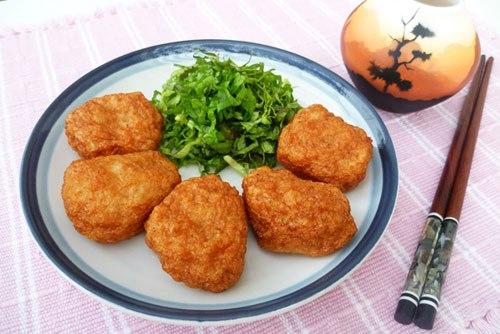 Mời các bạn cùng thử với một món mặn để ăn cơm có vị giòn ngọt của tôm với màu vàng ươm hấp dẫn.
