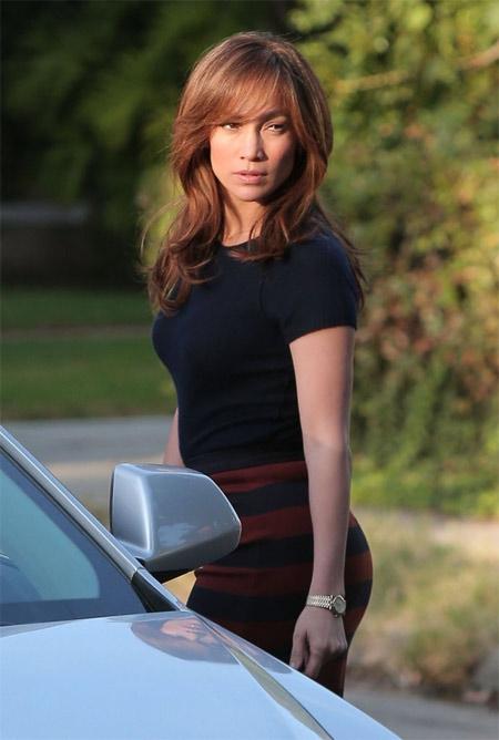 Cặp song sinh của Jennifer Lopez quấn mẹ không rời