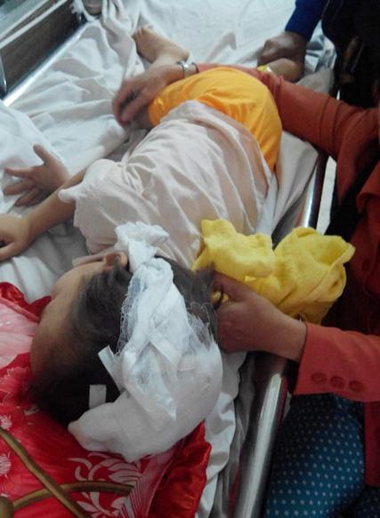 Đứa con út vào viện trong tình trạng nguy kịch.