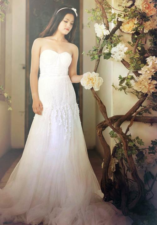 2 mẫu váy cưới hoa độc đáo