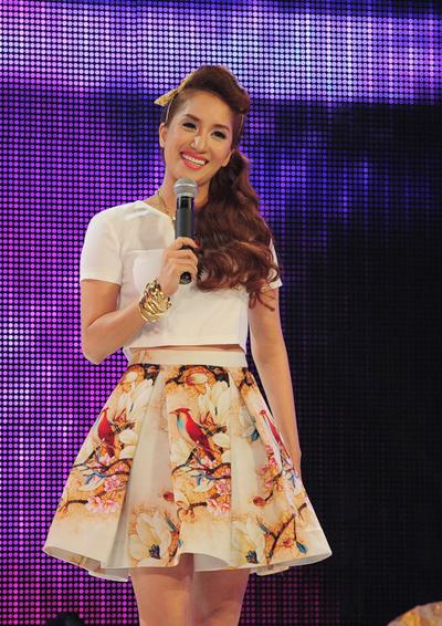 Trong vai trò MC, Khánh Thi
