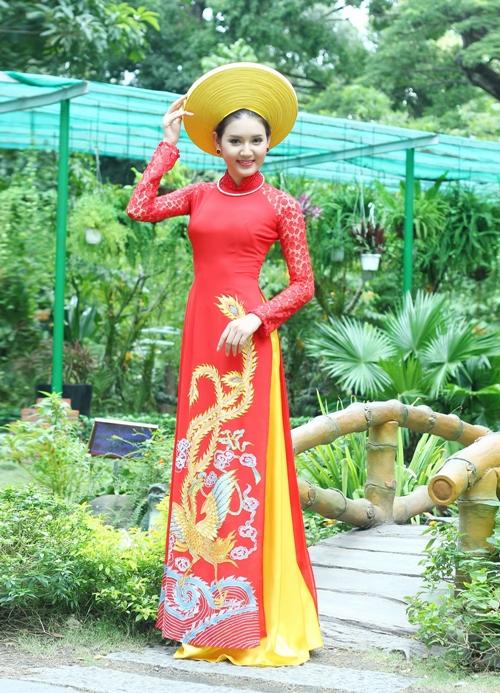 Áo dài cưới rực rỡ sắc màu dịp xuân về
