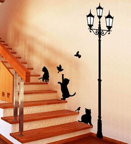 Giấy dán tường hình mèo khiến không gian căn nhà thêm sinh động và vui nhộn.