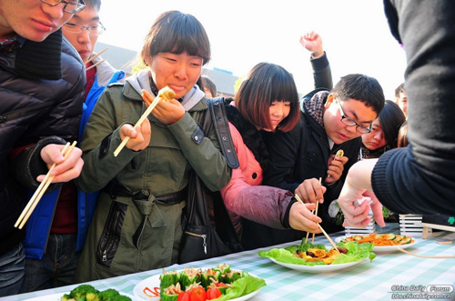 Some 300 students in Wuhan, Hubei Province feasted on 25 kilograms of insects prepared Sunday by university students who wanted their peers to know how tasty the healthy source of protein can be.