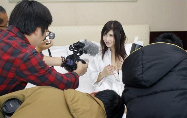 Ngày làm việc của diễn viên phim 'nóng' Anri Okita