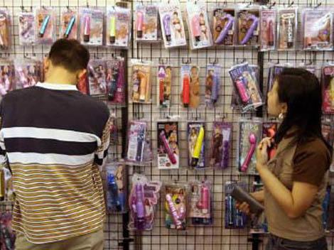 hông nhiều phụ nữ Việt dám đi mua sex toy tại nơi công cộng một cách thản nhiên như thế này