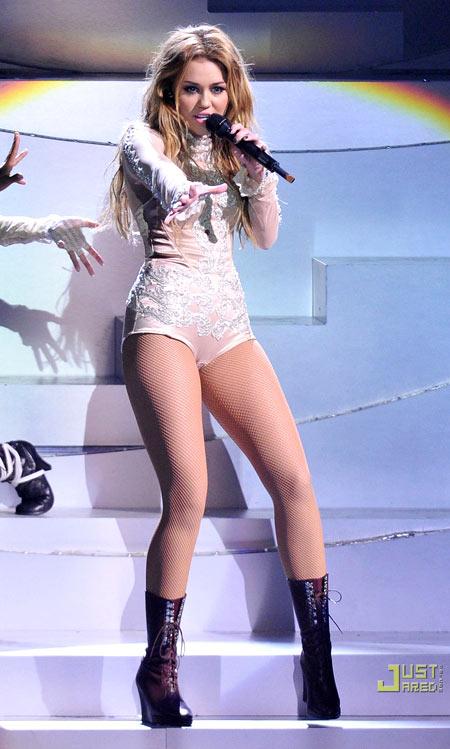 5-Miley-Cyrus-EMA-2010-7611-1386991448.j