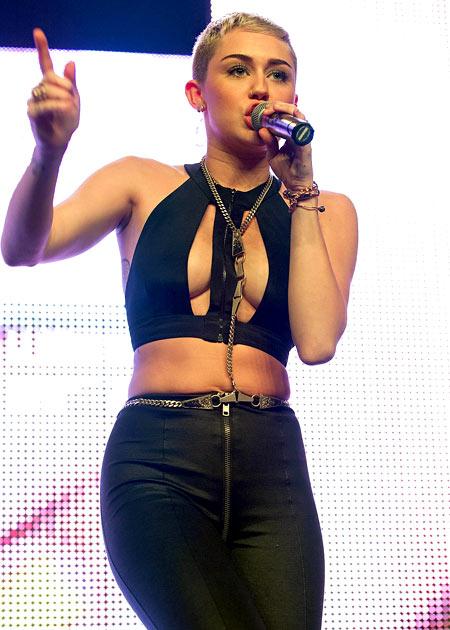6-Miley-Cyrus-Dec-8-2012-9524-1386991448