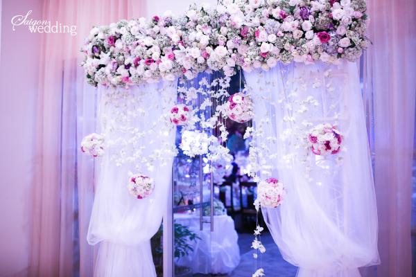 Tiệc cưới lãng mạn tại khu vườn ngoài trời