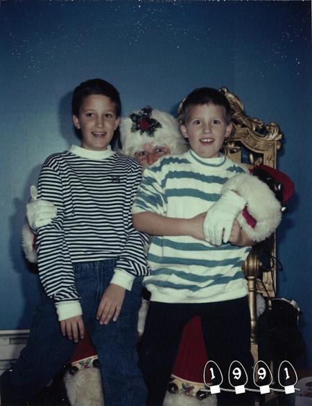 Khi này, Martin đã lớn gần bằng anh trai mình. Truyền thống này do bố mẹ của hai anh em khởi xướng. Hàng năm, đến Giáng Sinh, họ lại cho hai người con của mình vào trung tâm mua sắm thị trấn