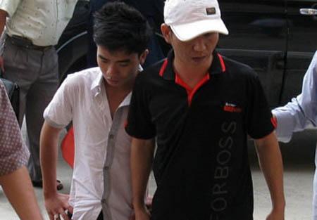 Long và đàn em được di lý về cơ quan điều tra Công an tỉnh Bình Thuận.