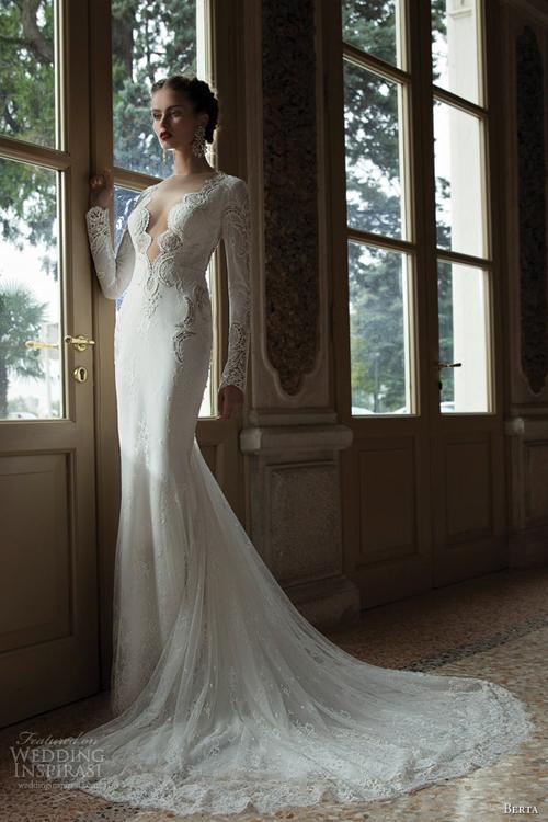 Váy cưới xẻ ngực sâu gợi cảm