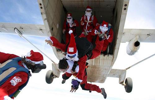 skydiving-santas-1207634i-6473-138788197